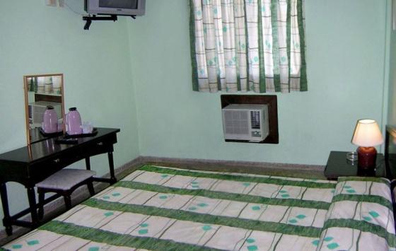 Bruzon - Room