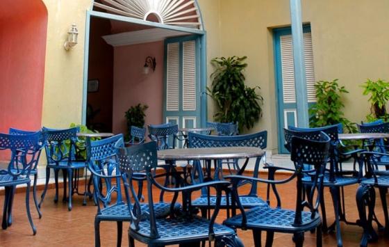 Mascotte - Courtyard