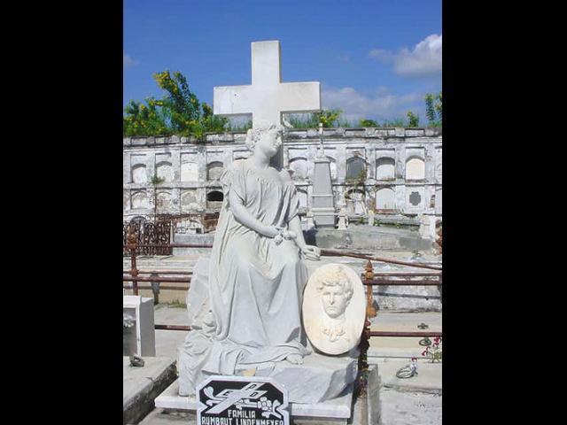 Cienfuegos - Cementerio de la  Reina  Cienfuegos sitio azurina