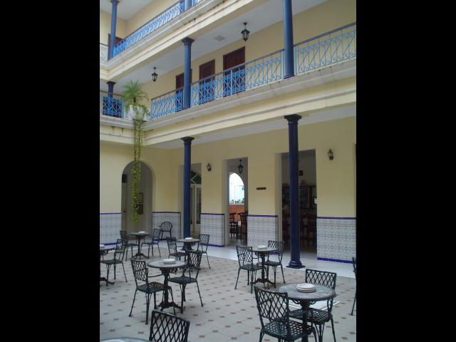 Cienfuegos - Patio del Hotel Unión