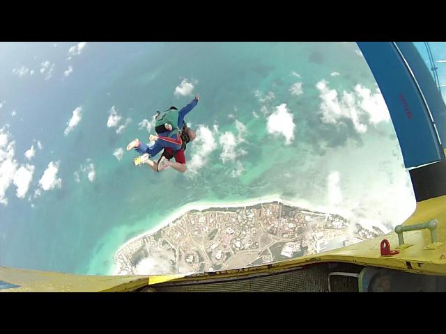 Varadero Beach - skydive varadero exit the plane